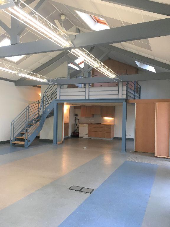 local bureaux droit au bail location vente bureau 17 charente maritime poitou charentes. Black Bedroom Furniture Sets. Home Design Ideas