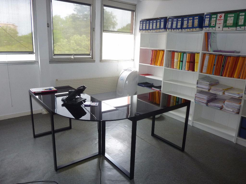 Vente bureau 64 pyr n es atlantiques aquitaine 231 for Bureau pyrenees